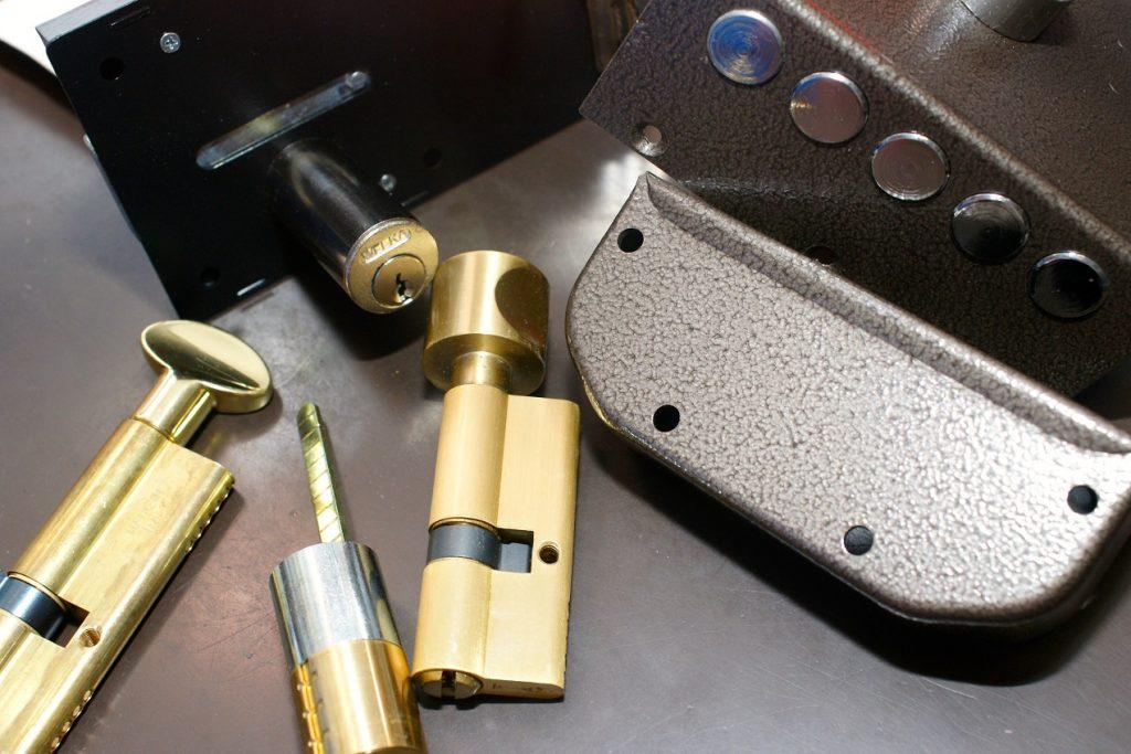 fabbro roma, pronto intervento fabbro, fabbro pronto intervento, sostituzione serrature, apertura porte